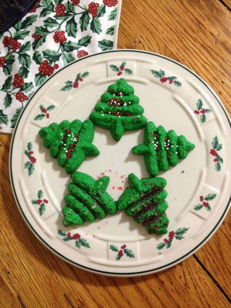 Looking for a yummy recipe for you cookie press? Try these Cheesecake Spritz Cookies. They are fairly simple to make and tasty too.