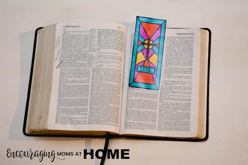 The cross is such an important part of the story of Easter and one that we need to teach our children.  As they learn the true story of Christ's death, burial, and resurrection use these fre stained glass coloring pages and bookmarks of the cross. #easter #reeprintables