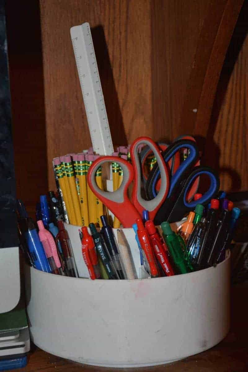 Organizing Pens, Pencils, Scissors and Ruler for Student Use